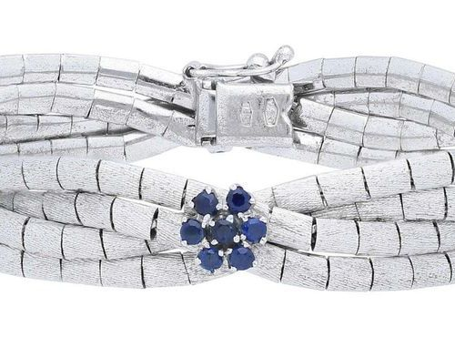 CUBELTI sapphire bracelet  Floral playful bracelet in white gold 18K.  The satin…