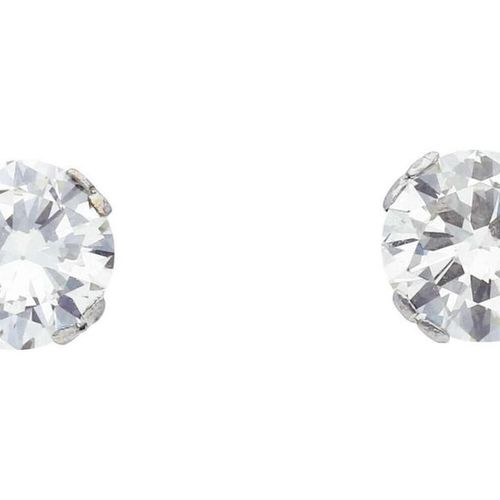 Diamond ear studs  Beautifully crafted crown setting in white gold 18K.  1 brill…