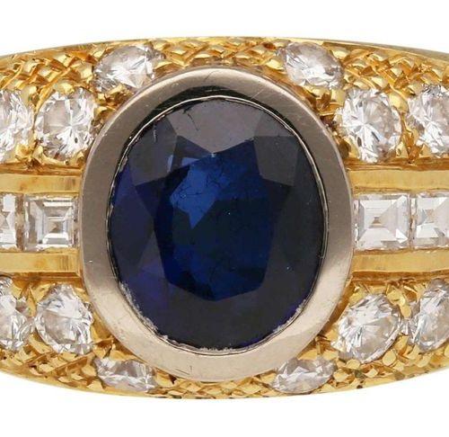 Sapphire Diamond Ring  Noble design, signed Frischknecht, St.Gallen, in yellow g…