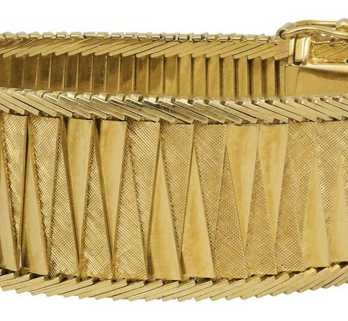 Gold bracelet  Imaginative and very decorative bracelet in yellow gold 18K.  Alt…