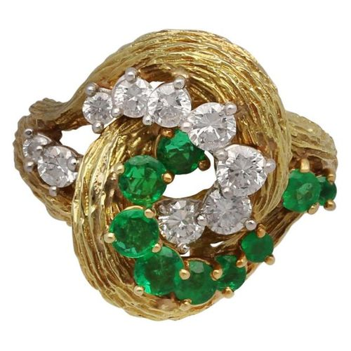 Brilliant emerald ring  Unique design in yellow gold 18K.  A very beautiful piec…