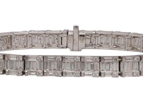 Rivière bracelet  Sporty elegant brilliant bracelet in white gold 18K.  Diamonds…