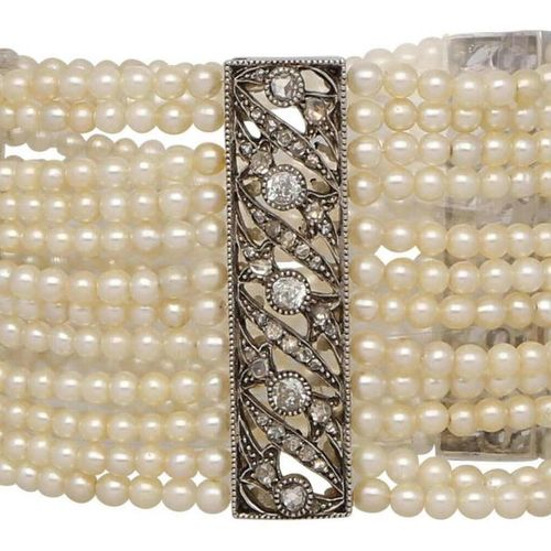Natural pearl diamond set  Fantastic natural pearl set, France around 1930 consi…