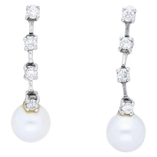 Pearl and diamond set  Timeless set consisting of 2 pairs of ear studs and 2 rin…