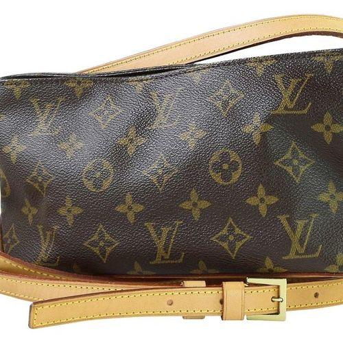LOUIS VUITTON Scooter  Brown monogram canvas handbag. With zipper to  close. Wid…