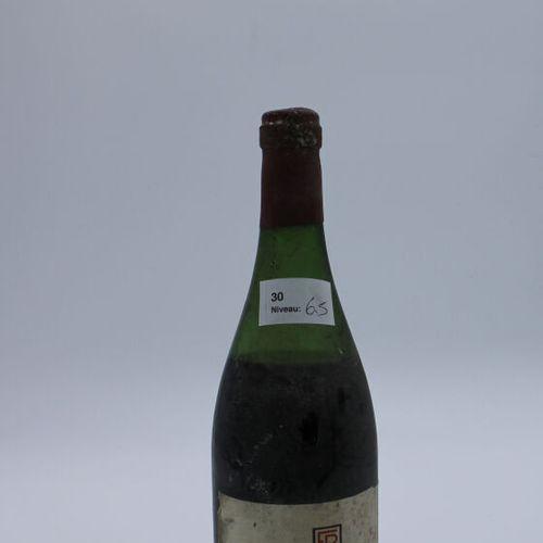 René Engel酒庄,Vosne Romanée 1962年,水平6.5厘米,标签有污渍,瓶盖被腐蚀。