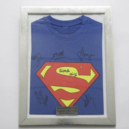 Collectif Métissé T shirt de Soma signé par les membres du groupe. Encadré. Sur …