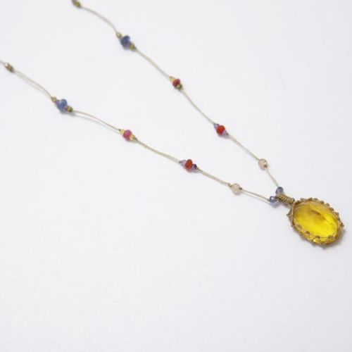 Nolwenn Leroy Nolwenn Leroy offre l'un de ses colliers fétiches, réalisé par des…