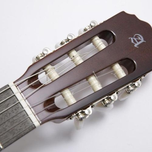 Les Gipsy Kings Les Gipsy Kings offre une guitare dédicacée. Guitare flamenca cl…