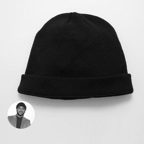 Slimane Slimane offre le bonnet qu'il portait lors de ses auditions à l'aveugle …