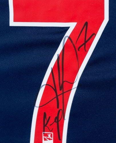 Kylian MBAPPÉ Maillot de football n° 7. PSG. Signé par le joueur. Dans une boîte…