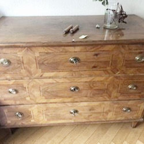 Commode à 3 tiroirs, noyer, marqueterie de bois fruitier, non restaurée vers 178…