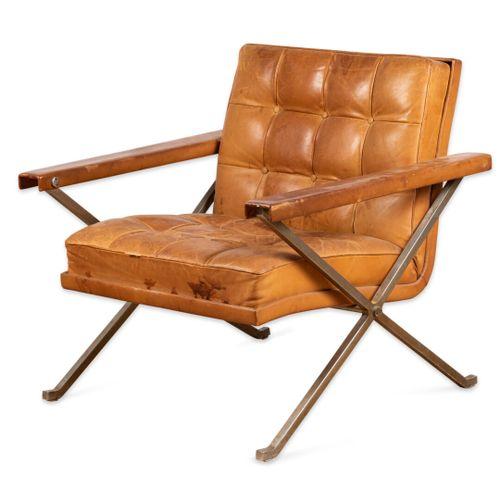 DESIGN 1960 FAUTEUIL capitonné de cuir  Cuir, métal  Vers 1960  H. 73 cm. L. 75 …