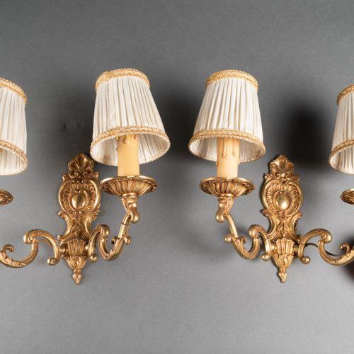Paire d'APPLIQUES à deux bras de lumière dans le style du XVIIIe siècle  Bronze …