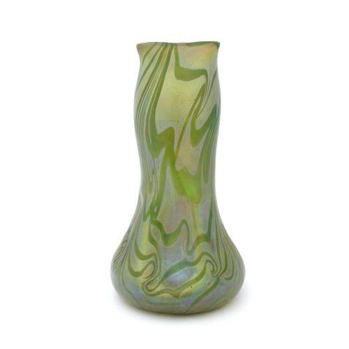 Kralik, un grand vase en verre irisé de style Sécession, Aquagold, vers 1900, fo…
