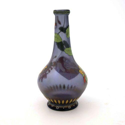 Max Rade pour Frtiz Heckert, un vase en verre émaillé irisé de style Sécession, …