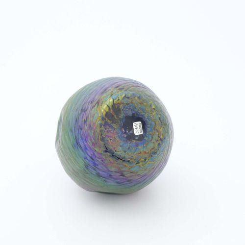 Kralik, un vase en verre irisé de style Sécession, Scales, forme ovoïde épaulée …