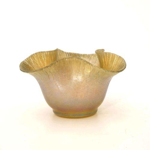 Frederick Carder pour Steuben, une coupe en verre iridescent Art Nouveau, Aurene…