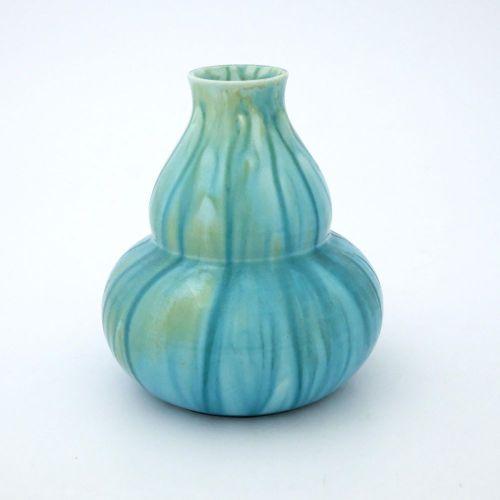 Pilkington, un vase Royal Lancastrian à glaçure opalescente veinée, vers 1904, f…