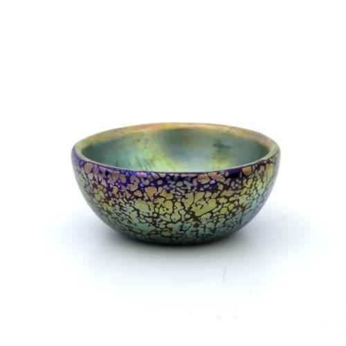 Loetz, un bol en verre irisé de la Sécession, Cobalt Papillon, forme arrondie, i…