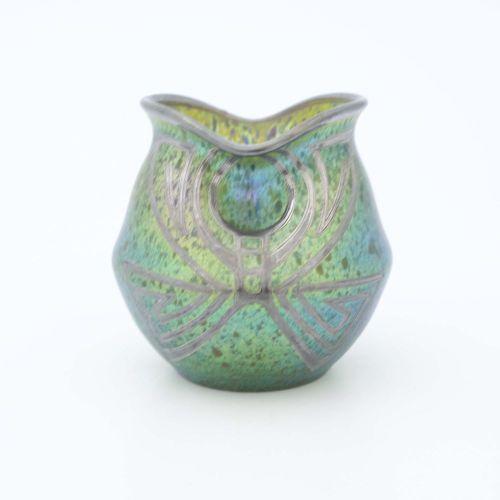 Loetz, vase en verre irisé et argenté, Crète Papillon, vers 1900, forme ovoïde a…