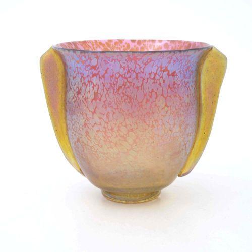 Loetz, un vase Art Déco en verre irisé, Ruby Papillon, forme de seau ogee à deux…