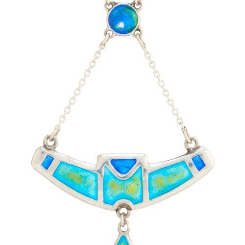 Charles Horner, un collier Art Nouveau en argent et émail polychrome, avec une c…