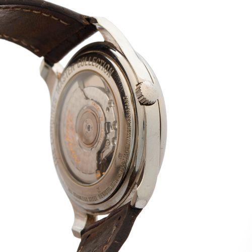 Longines, une montre bracelet Master Collection Big Date en acier inoxydable, ré…