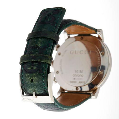 Gucci, une montre bracelet chronographe 101M en acier inoxydable, avec cadran se…