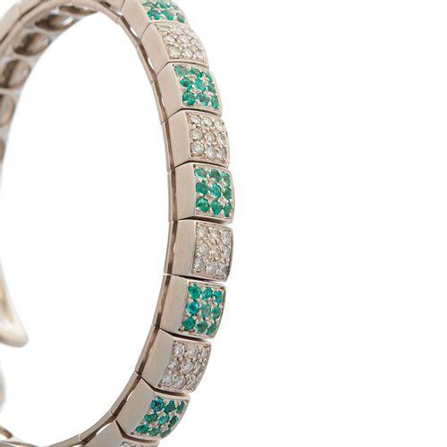 Gavello, un bracelet souple en or blanc 18ct, diamant taille brillant et aigue m…