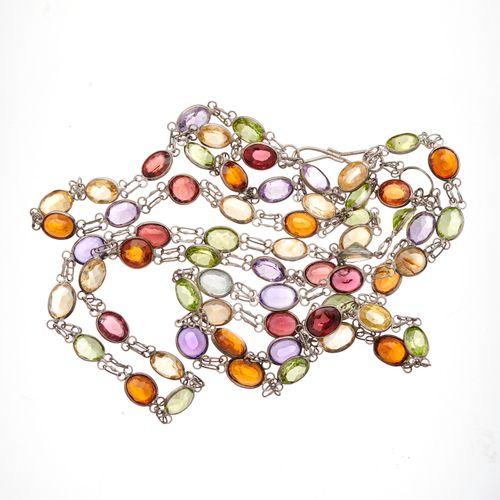 Un collier lariat multi gemmes en argent, conçu comme une série de liens de form…