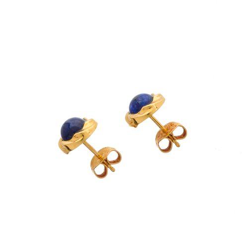 Un collier en lapis lazuli cabochon en or 18ct, avec une paire de boucles d'orei…
