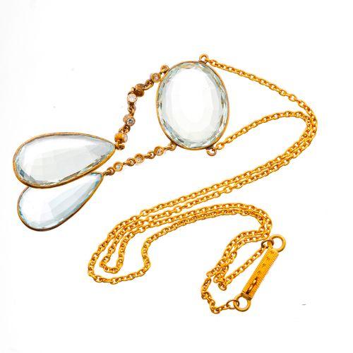 Un collier négligé en or 18ct du début du 20e siècle en forme d'aigue marine et …