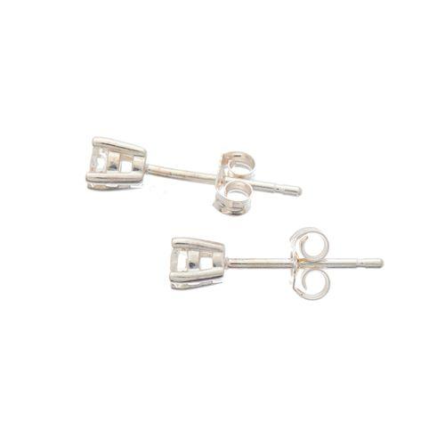 Une paire de boucles d'oreilles en diamant taille brillant, poids total estimé d…