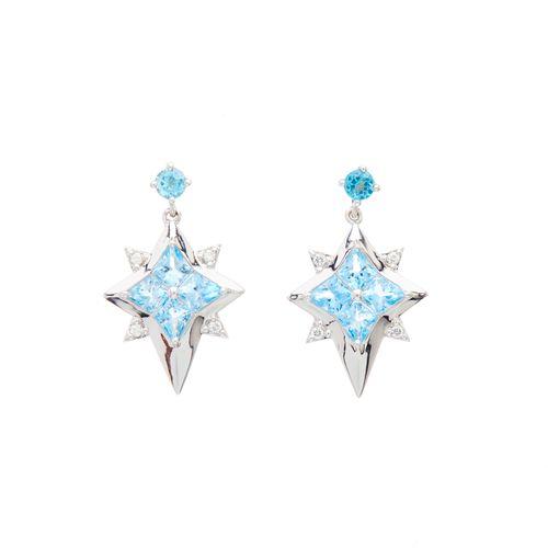 Une paire de boucles d'oreilles en or 18ct avec topazes bleues et diamants en fo…