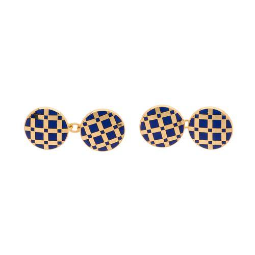 Une paire de boutons de manchette géométriques en émail bleu en or 18ct, de form…
