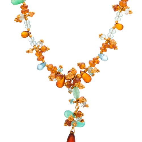 Un collier de perles multi gemmes en or 22ct, les pierres incluent l'aigue marin…