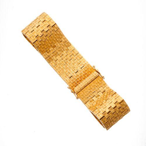 Bracelet en or texturé des années 1970, avec fermoir à poussoir partiellement di…