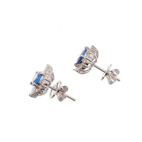 Paire de boucles d'oreilles en or 18ct, saphir de forme ovale et diamant taillé …