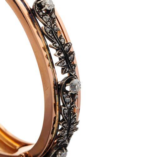 Bracelet à charnière en or 18ct français de la fin du 19e siècle, orné d'un feui…
