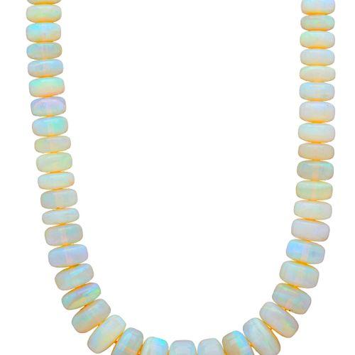 Un collier de perles d'opales graduées, avec un fermoir magnétique en or 18ct, l…