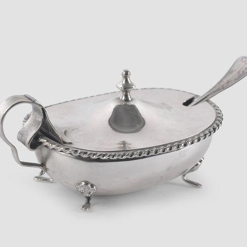 银色糖碗  带勺子  Ca.1920/30  长16厘米  印记:800银  重量:275克