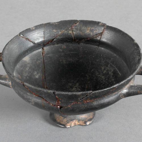 Etruskische Trinkschale (Kylix), 6. Jh. V. Chr., ,Terrakotta (Bucchero pesante),…