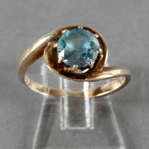 Ring mit blauem Topas, 585er GG, ,Topas im Brillantschliff in heller klarer Farb…