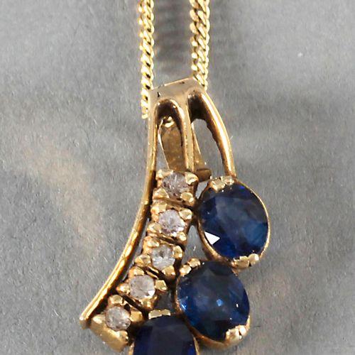 Anhänger mit blauen Saphiren und weißen Saphiren, 585er GG, ,drei ovale Saphire …
