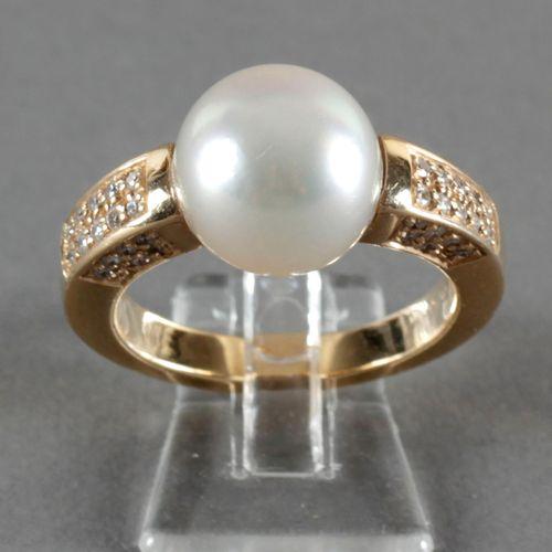 Ring mit großer Südseeperle und Brillanten, 750er GG, ,schöne Perle mit einem Du…