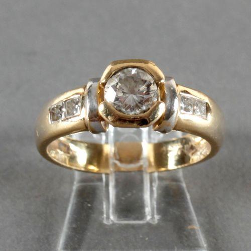 Ring mit Brillant von ca. 0,6 ct, 750er GG und WG, ,seitlich offene Zargenfassun…