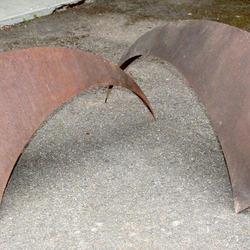 Vogelduell, Objekt aus Eisen (zweiteilig), ,je 166 x 57 cm, H: 72 cm, ringsum ge…