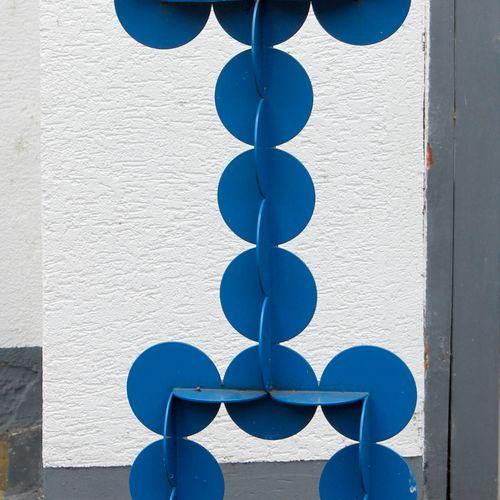 Punktfigur, Edelstahl ausgesägt und verschweißt, ,blau lackiert, H: 160 cm, B: 7…