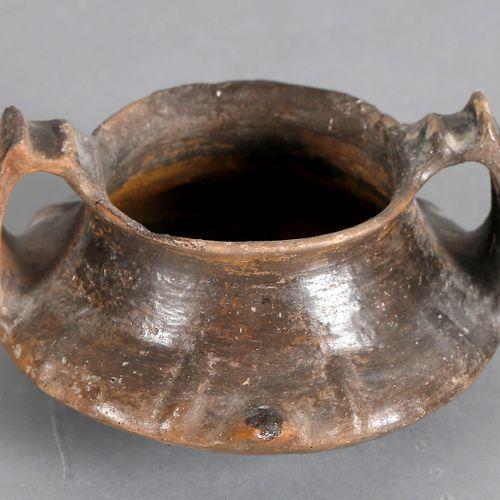 Etruskischer Kantharos, 7. 6. Jh. V. Chr., ,Terrakotta (Bucchero pesante), gedru…